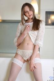https://t26.pixhost.to/thumbs/120/90151313_nimfa_s2-009.jpg