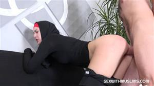 sexwithmuslims-18-12-07-charli-red-czech.jpg