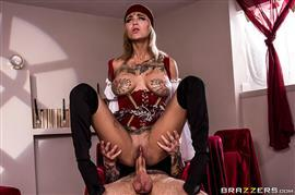 brazzersexxtra-18-12-12-bonnie-rotten-i-see-sex-in-your-future.jpg