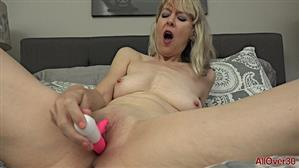 allover30-18-12-14-jamie-foster-ladies-with-toys.jpg