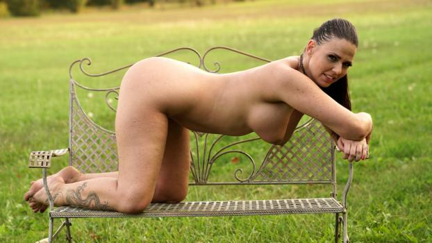 anilos-18-11-27-simony-diamond-pussy-in-the-park.jpg