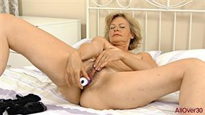 allover30-18-12-17-diana-v-ladies-with-toys.jpg