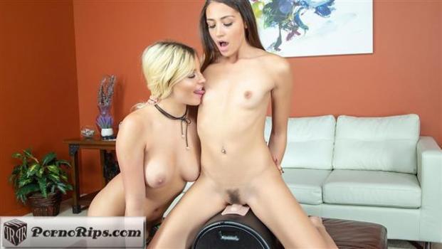 wildoncam-18-12-18-avi-love-and-sophia-lux-lesbian.jpg