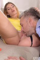 Candice-Demellza-Sexy-Feet-Pain-Relief-26soi42n5a.jpg
